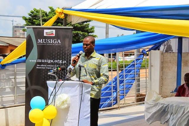 Michael Adjovu 2 - Exclusive photos: JoeyB takes home new Hyundai Elantra