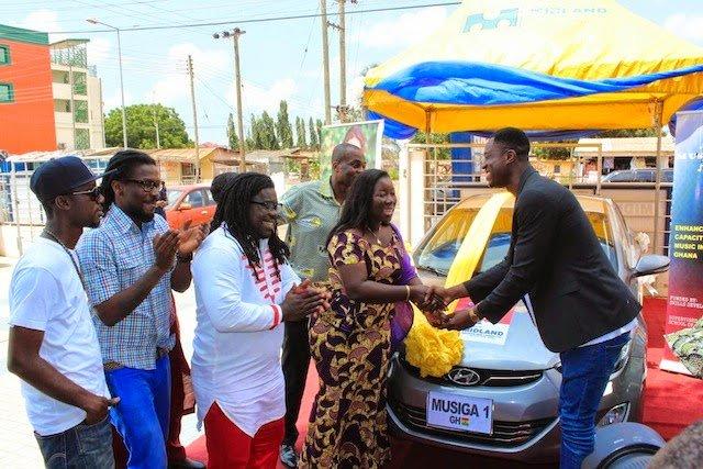 Presentation - Exclusive photos: JoeyB takes home new Hyundai Elantra