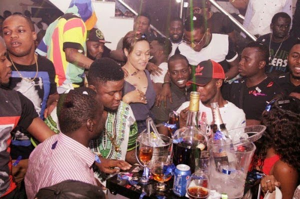 Wizkid and girlfriend Tania Omotayo birthday party with friends - PICTURES: Wizkid & Girlfriend Having Fun At His Birthday Party