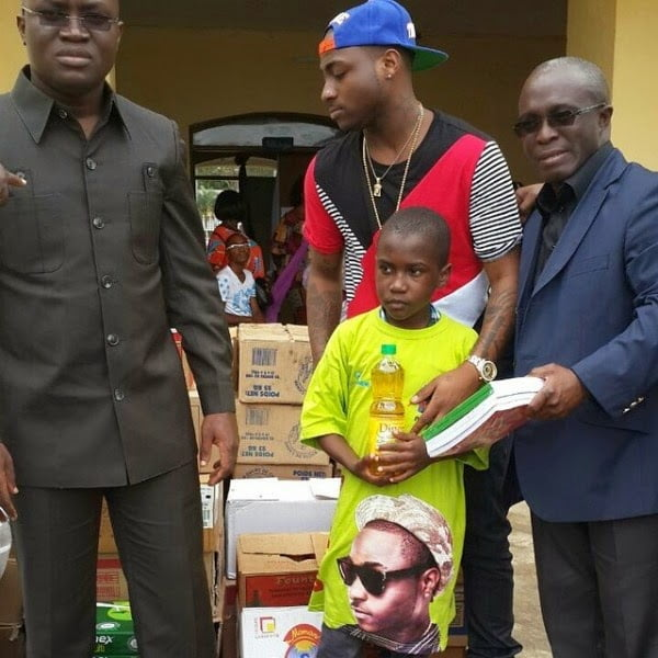 Davido gave some food items nad relief material to orphans in Ivory Coast - Psquare, Davido donates to Orphanages in Cameroon, Ivory Coast