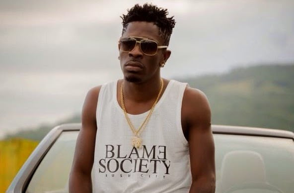 Youth Burning SM 4LYF T-Shirt Because Shatta Allegedly Reported Others For Burning His Shirts