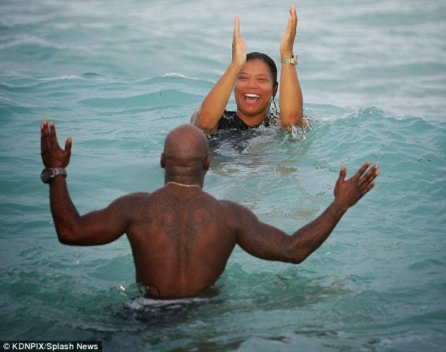QueenLatifahspottedholdinghandswithaguyatthebeach4 - Queen Latifah spotted holding hands with a guy at the beach