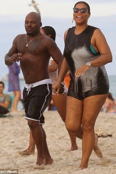 QueenLatifahspottedholdinghandswithaguyatthebeach5 - Queen Latifah spotted holding hands with a guy at the beach