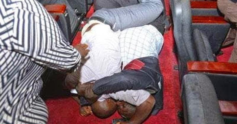 PHOTOS: politicians wrestle over positions