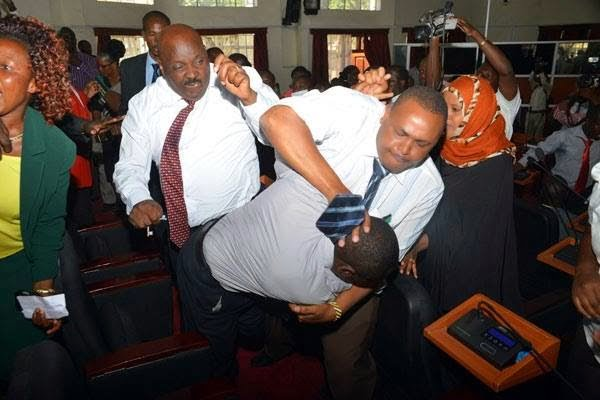11038782 853035154740256 2610081268700741684 n - PHOTOS: politicians wrestle over positions