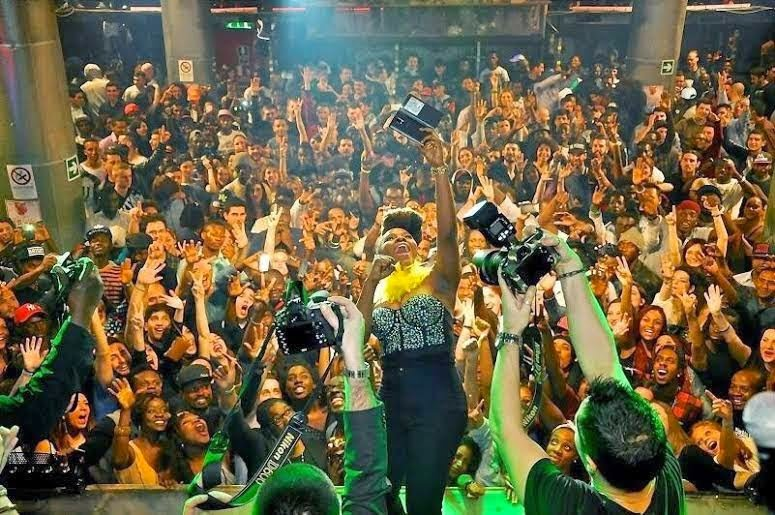 PHOTOSYemiAladesetsRomeablazeblissgh.com2  - PHOTOS: Yemi Alade sets Rome ablaze