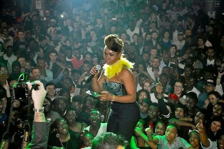 PHOTOSYemiAladesetsRomeablazeblissgh.com3  - PHOTOS: Yemi Alade sets Rome ablaze