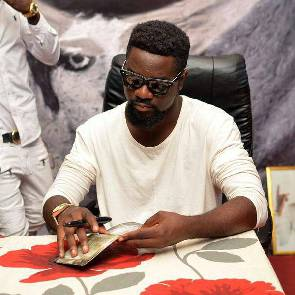 "Sarkodie's ""Mary"" Album launch flops in Tamale, as fans refuse to pay 20 GHC"