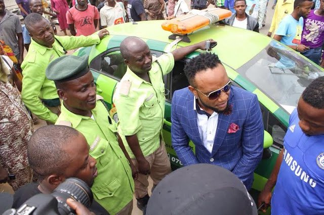 3416479 1 jpeg83b5009e040969ee7b60362ad7426573 - Kcee aka 'EMoney' gives away brand new car and cash gift to street hawker +Photos