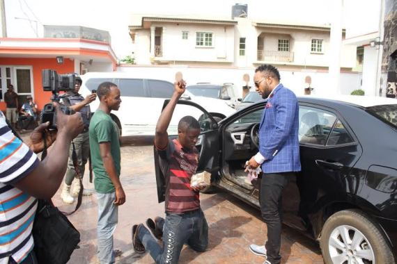Kcee aka 'EMoney' gives away brand new car and cash gift to street hawker
