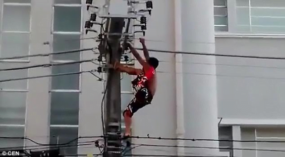 Man On Fire Pole : Video man gets electrocuted after climbing an electric
